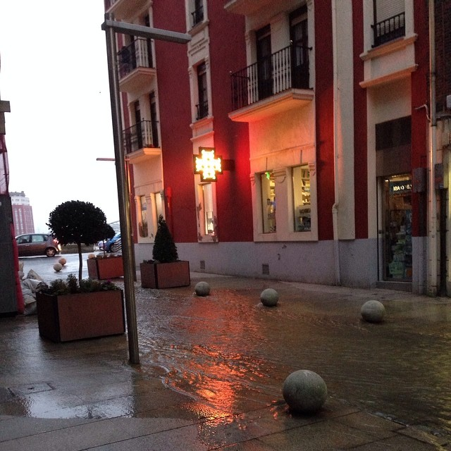 La ría se desborda en Erandio #bilbao #instagram -