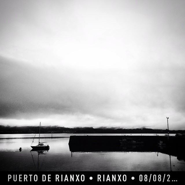 #instaplace #instaplaceapp #place #earth #world  #españa #spain #ES #rianxo #puertoderianxo #street #night #instagram