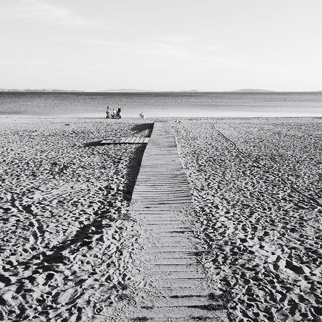 Camino al mar, jugando con el bn #bn #instagram -