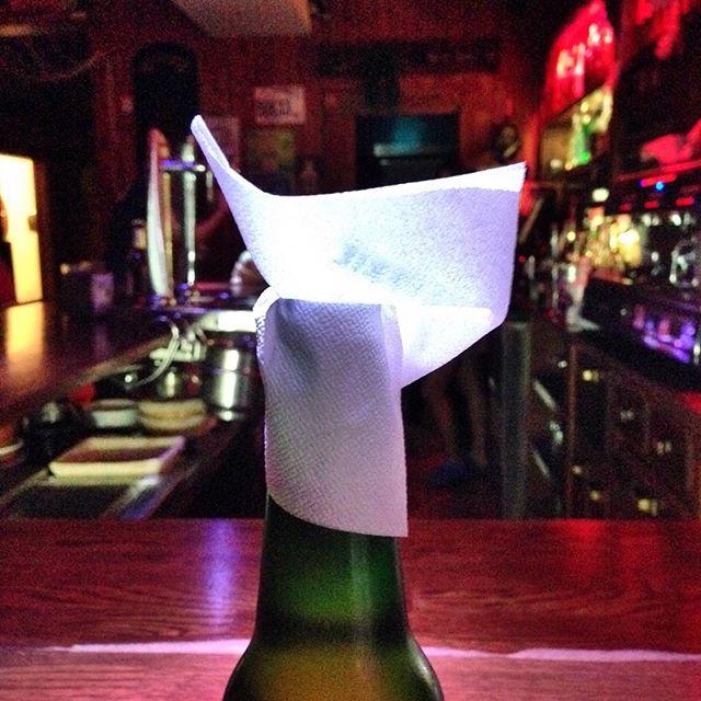 Camareras que te ponen....La cerveza con encanto #piensaenverde #instagram -