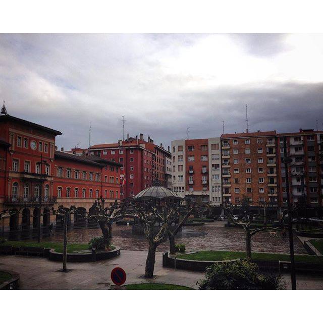 12547674_1132894856744133_1645640466_n La plaza de #Erandio #Igersbizkaia esta oscurito #instagram