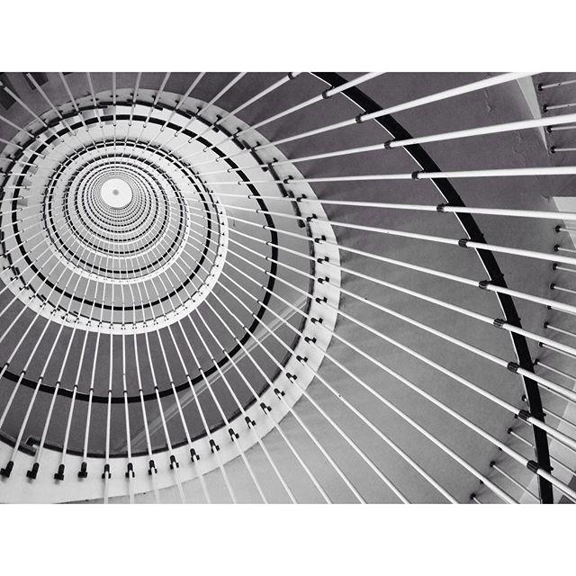 El juego que dan las escaleras de cruces #igersbilbao #instagram