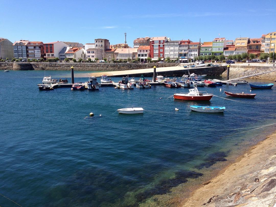 1470920897 De puerto en puerto