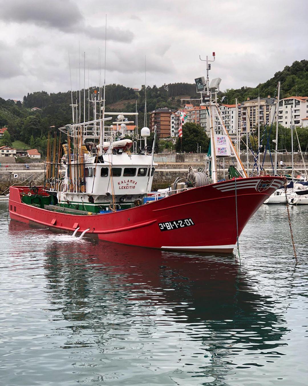 Quien maneja mi barca, barca a la deriva. Pueblos que nos hemos cargado parte de su encanto - Quien Maneja Mi Barca, Barca A La Deriva. Pueblos Que Nos Hemos Cargado Parte De Su Encanto